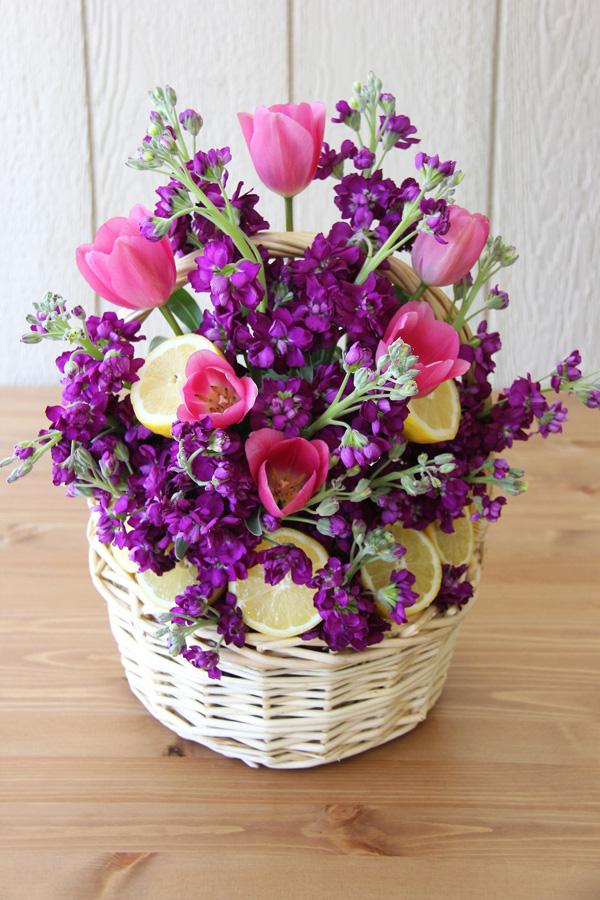 Cách cắm giỏ hoa tím xen quả