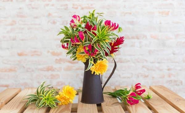 3 cách cắm hoa đơn giản trang trí nhà