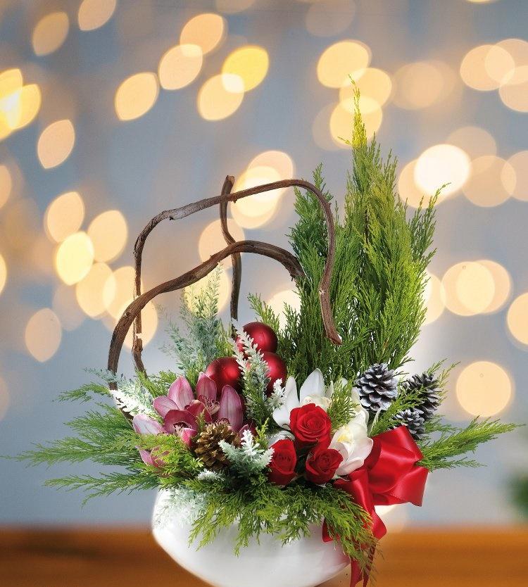 Khéo tay học cách cắm hoa Giáng sinh