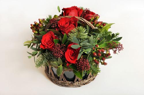 Nghệ thuật cắm hoa hồng nhung trang trí Noel rực rỡ
