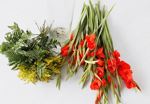 Khéo tay học cách cắm hoa lay ơn ngày Tết