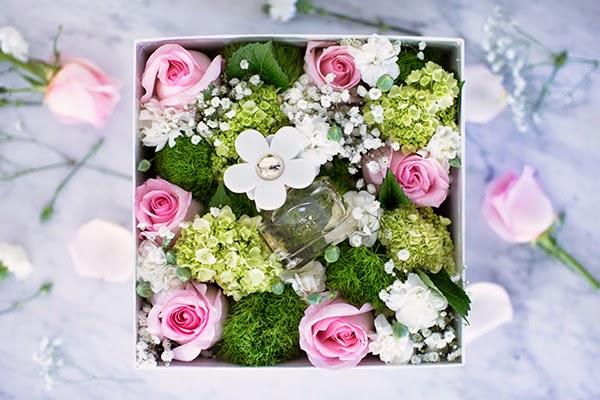 Gợi ý cách làm hộp hoa tươi kèm quà tặng ngày 8-3