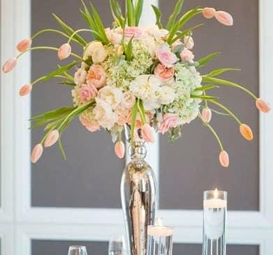Nghệ thuật cắm hoa để bàn