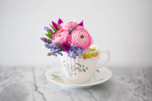 Cắm hoa trong bình trà