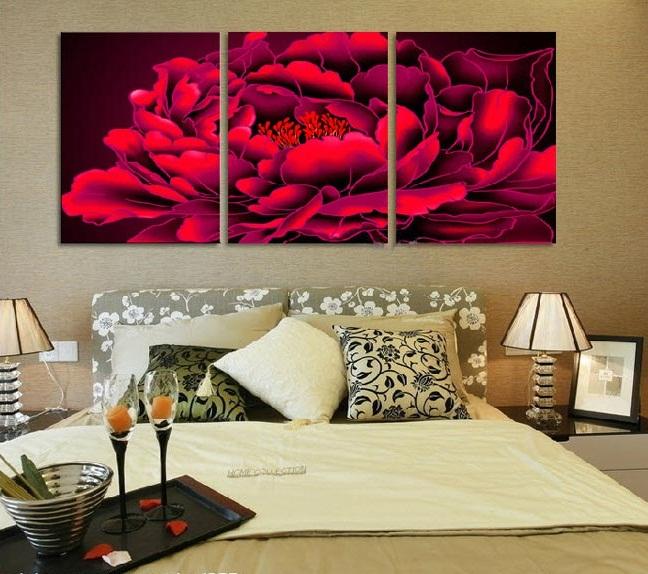 Treo tranh hoa mẫu đơn trong phòng ngủ