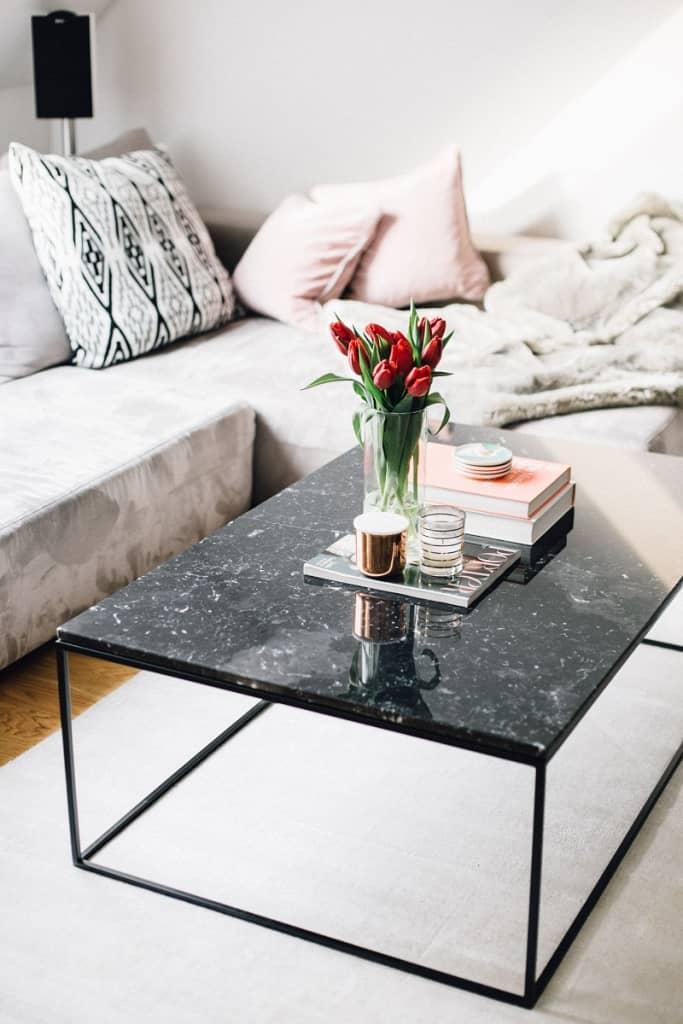 Cách chọn hoa trang trí phòng khách vừa đẹp vừa phong thủy