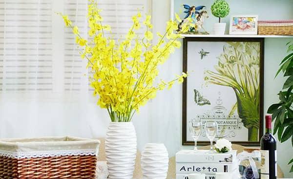 Mách bạn 10 nghệ thuật cắm hoa bình cao cực kỳ sáng tạo