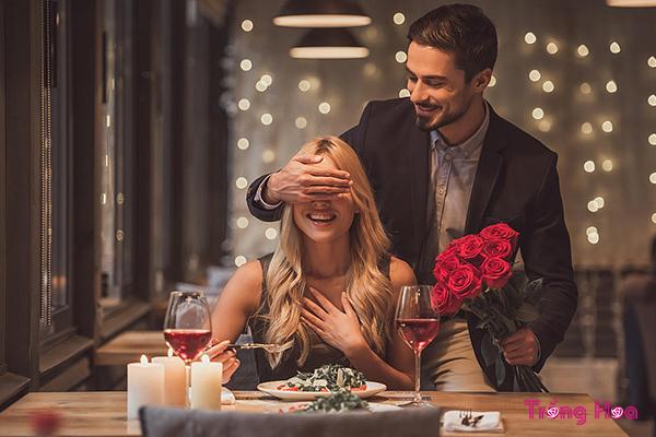 Chọn hoa Noel tặng bạn gái khiến nàng yêu mãi không rời
