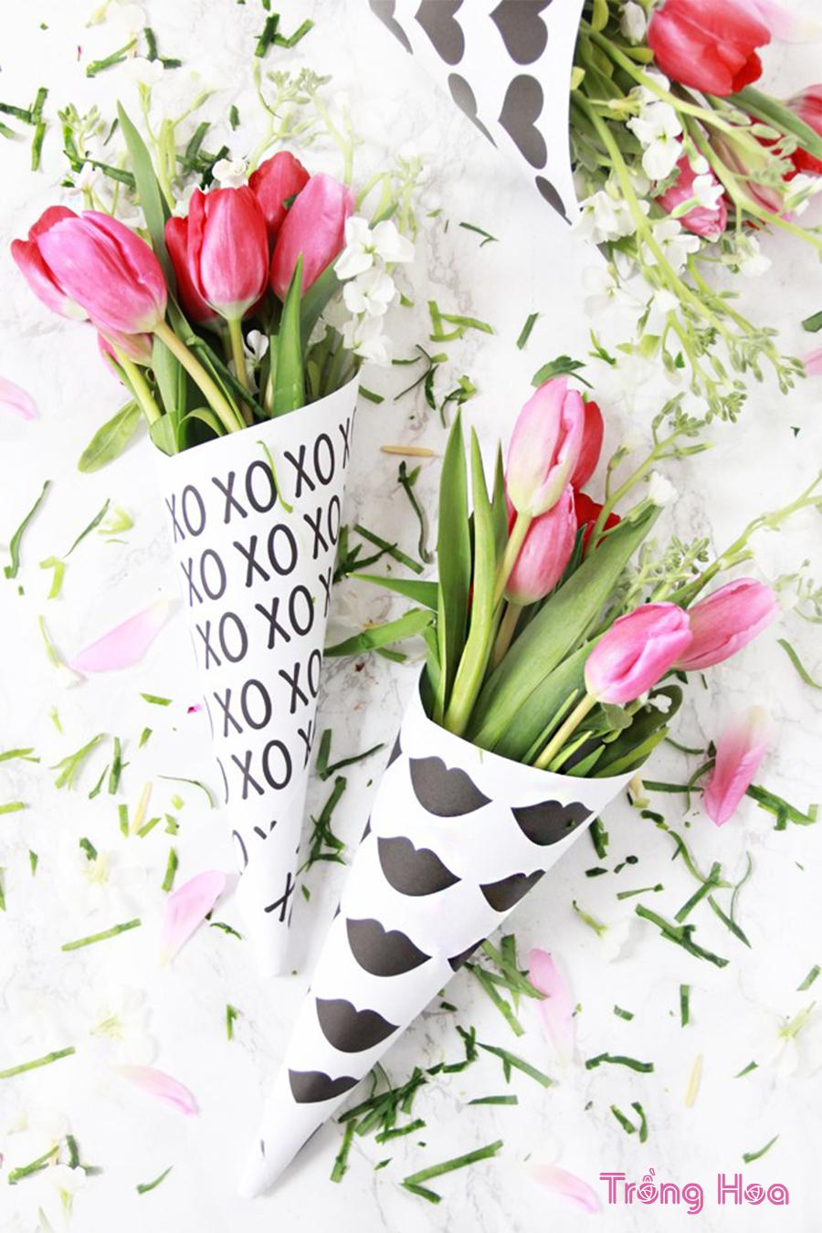 Cách tự làm bó hoa tulip Valentine bằng giấy gói