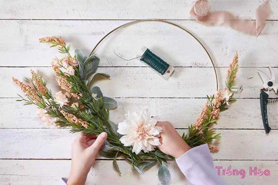 Cách làm vòng hoa treo